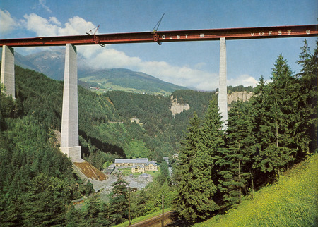 Montagearbeiten Europabrücke